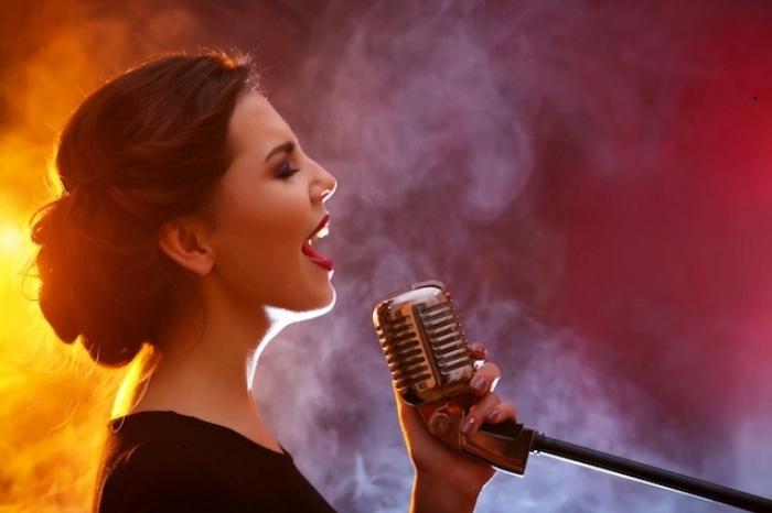 Chiêm bao thấy người lạ hát là mộng mà mọi người hay gặp phải