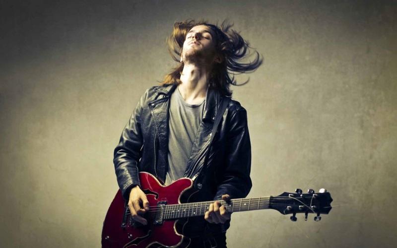 Ngủ mơ thấy mình đang đánh đàn ghita