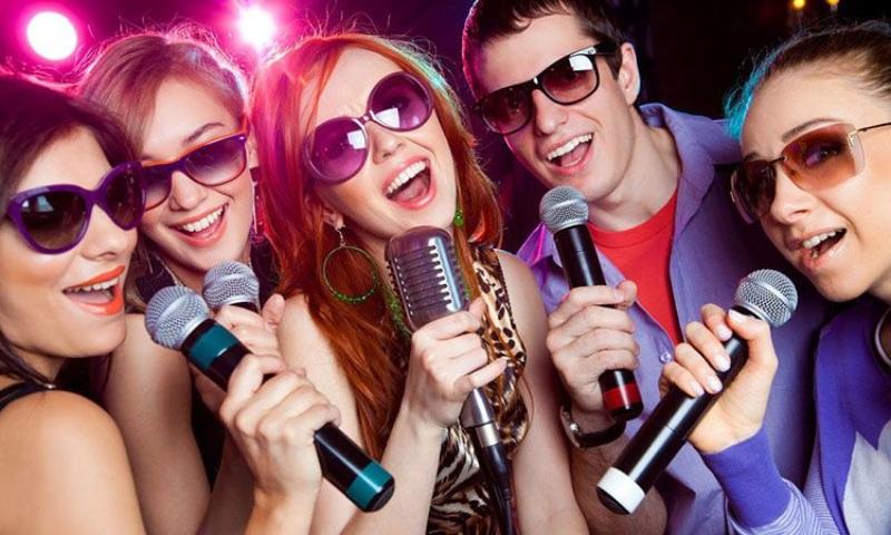 Chiêm bao thấy đi hát karaoke là một giấc mơ phổ biến