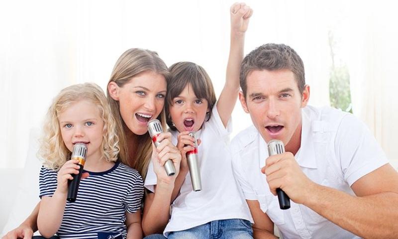 Bạn đang cảm thấy nhớ nhà nếu như mơ thấy được hát karaoke với gia đình