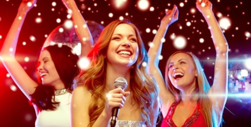 Nếu mộng thấy mình bị kéo đến quán karaoke thì nên cẩn thận